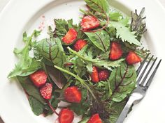 Summer Greens and Strawberries with Poppy Seed Dressing http://www.prevention.com/food/cook/20-low-calorie-salads-that-wont-leave-you-hungry/slide/2