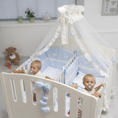 Set up a twin nursery - interior design examples Twin Baby Beds, Baby Cribs For Twins, Twin Baby Rooms, Twin Cribs, Nursery Twins, Baby Nursery Decor, Baby Bedroom, Twin Babies, Nursery Room