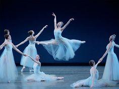 Sarah Burton, Mary Katranzu and Valentino Garavani create ballet costumes The most fashionable season in the company of New York City Ballet