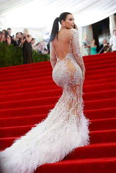 Kim Kardashian attempts to climb a stairs without having an accident