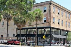 Apartment in Savannah, United States. My place is close to the city center and nightlife. You'll love my place because of Location & new renovation. My place is good for couples, business travelers, families (with kids), and big groups.