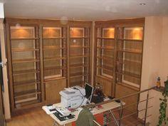 Biblioteca en madera de roble, de diseño moderno con baldas regulables para el almacenaje de cualquier libro. www.mueblesdelagranja.es