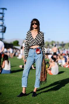 Coachella is a music festival first and foremost, but it's also a showplace for spring and summer style. See the best street style and Coachella outfits. Festival Mode, Festival Outfits, Festival Fashion, Festival Style, Summer Fashion Outfits, Casual Summer Outfits, Fashion 2017, Outfit Summer, Cochella Outfits