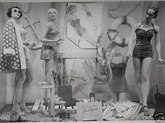 glamoursplash, pinned by Ton van der Veer Mannequin Display, Mannequin Art, Vintage Mannequin, Vintage Store Displays, Vintage Display, Vintage Shops, Fashion Window Display, Window Display Retail, Retail Displays