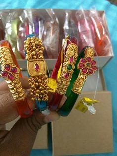 Changeable bangle Gold Jewellery Design, Gold Jewelry, Plain Gold Bangles, India Jewelry, Jewelry Patterns, Pendant Jewelry, Bangle Bracelets, Jewels, Happy
