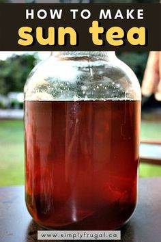 Sun Tea is really easy to make and is very adaptable to your own personal flavour preferences. Sun Tea Recipes, Sweet Tea Recipes, Drink Recipes, Dinner Recipes, Homemade Iced Tea, Making Iced Tea, Alcoholic Desserts, Korean Dessert, Smoothie Drinks