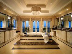 Idéias banheiro projeto magnífico com o centro de mármore Passo Enfeitada Up banheira e elegantes armários Apresentando Mármore E Luzes Pingente completa com espelhos e bancadas de banheiros de luxo inspirados 2014 Palatial Banho projetam ideias Banheiras de Luxo Banheiro Luxuoso Design Ideas encomenda luxuoso projetos do banheiro vaidade do banheiro de luxo.  600x450 pixels