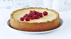 Amerikkalaisessa juustokakussa maistuu täytteen sitruuna ja pohjan kaneli. Valmista kakku mielellään tarjoamista edeltävänä päivänä.