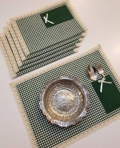 DM for the price information of the American services please … – Omer-semiha Ermin – decoration - Einrichtung Fabric Placemats, Table Runner And Placemats, Burlap Table Runners, Fabric Crafts, Sewing Crafts, Small Sewing Projects, Crochet Decoration, Crochet Kitchen, Mug Rugs