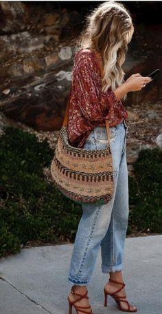 Estilo Boho: de verano a invierno - estilo casual - estilo urbano - estilo clasico - estilo natural - estilo boho - moda estilo - estilo femenino Look Hippie Chic, Estilo Hippie Chic, Hippy Chic Style, Style Boho, Bohemian Style Dresses, Mode Outfits, Fashion Outfits, Womens Fashion, Fashion Trends