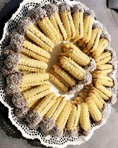Hayirli aksamlar hanimlar nasil olmus kurabiyelerim ? 😊🌺 dun cok ilgi goren #tırtılkurabiye ⚠️BU TARIF ILE 1 BUCUK KILO KURABIYE OLUYOR…