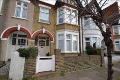 Ref.HFS11201 Bedroom Ground Floor Flat Asking Price £230,000 Location Sandleigh Road, Leigh-On-Sea, Essex | SS9 1JU   #OnlineEstateAgency #FreeOnlineEstateAgency #Ownersellers #OnlineHousesforsale #Sellingyourhouseonline #FreePropertyValuationonline #OnlineEstateAgent