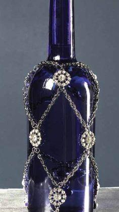 Beaded Wine Bottle Drape Tutorial From - Diy Crafts Bead Bottle, Bottle Jewelry, Diy Bottle, Bottle Art, Liquor Bottle Crafts, Lighted Wine Bottles, Glass Bottles, Liquor Bottles, Antique Bottles