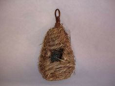 Wild bird roosting / nesting pouch. Nesting pocket. Seagrass