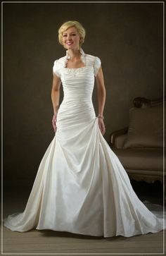 Cheap White Short Sleeves Wedding Dresses