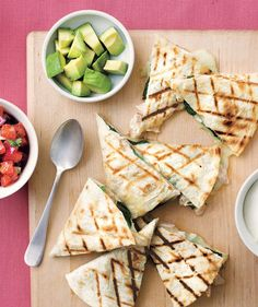 Grilled Chicken and Spinach Quesadillas ❀ 2- to 2½ lb rotisserie chicken, meat shredded; 4 cups baby spinach (~3 oz); 1½ cups  grated Monterey Jack;  4  large flour tortillas; 1 avocado, diced; ½ cup salsa; ¼ cup sour cream