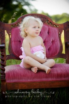 love this baby girl + the chair!