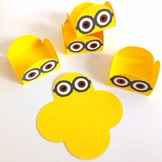 These treat holders will make a great embellishment for those pretty cake… Minion Baby Shower, Baby Shower Cakes For Boys, Baby Shower Themes, Baby Shower Decorations, Minion Theme, Minion Birthday, Star Wars Birthday, Minion Treats, Minion Candy