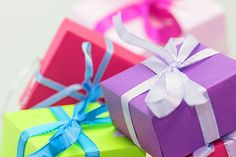 Što pokloniti kreativnoj osobi? | Kreativne radionice Gift Wrapping, Gifts, Projects, Gift Wrapping Paper, Presents, Gifs, Gift Packaging, Present Wrapping, Wrapping Gifts