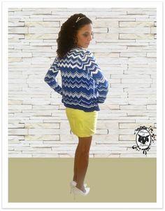 Saia Couro Eco nunca é demais né? Essa amarela ficou um luxo junto com a T-Shirt Caveira com Pedras e Cardigan Stripes!
