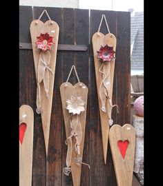 You are looking for a special eye-catcher for your wall, door, garden or a . Valentine Decorations, Valentine Crafts, Easter Crafts, Holiday Crafts, Valentines, Barn Wood Crafts, Pallet Crafts, Wood Creations, Wood Patterns
