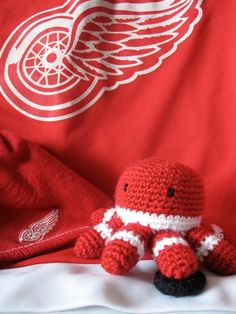 Detroit Red Wings Crocheted Octopus- OK Michele teach me how to make this.