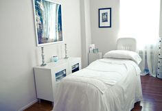 Joanna Vargas Salon, Skin Care Sanctuary, New York, NY spa, view spa photos and see spa treatments. You can also purchase spa gift cards online instantly. Massage Room Decor, Massage Therapy Rooms, Spa Room Decor, Clinic Design, Healthcare Design, Facial Room, Esthetics Room, Spa Design, Salon Design