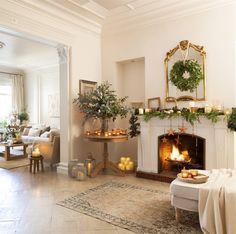 Sitios donde colgar la corona de Navidad: alternativas a la puerta Christmas 2019, Xmas, Christmas Decorations, Table Decorations, Chalk Paint, My House, Shabby Chic, Candles, Furniture