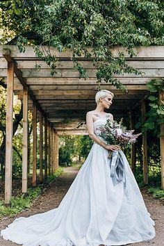 Серое свадебное платье Vera Wang vw351178 sterling