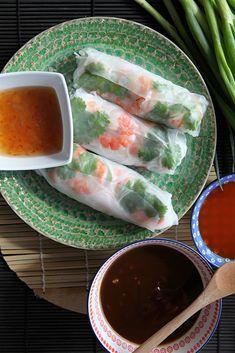 Po polévce pho jsou jarní závitky v rýžovém papíru pravděpodobně nejznámější z vietnamských jídel. A není to jen současnou velkou popularitou vietnamské kuchyně jako takové, je to především jejich chutí, přitažlivou barvou a svěžestí. Docela obyčejné rolky? Určitě ne! Patří … Read More Pho, Fresh Rolls, Ethnic Recipes, Asia