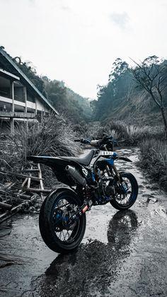 Motorcross Bike, Enduro Motorcycle, Moto Bike, Ktm Dirt Bikes, Cool Dirt Bikes, Custom Sport Bikes, Dirt Bike Girl, Motorcycle Photography, Dirtbikes