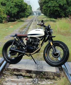 See a variety of my most popular builds - modified scrambler bikes like this Suzuki Motos, Honda Scrambler, Cafe Racer Motorcycle, Honda Motorcycles, Vintage Motorcycles, Motorcycle Hair, Grom Motorcycle, Cafe Racer Honda, Cafe Racer Bikes