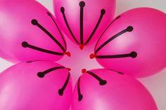 Sugestão de decoração com bexigas em formato de flor para aniversários infantis. Olá Mamães! Não sou mais tão chegada em decorações c...