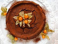 Chocolate Chestnut Truffle Cake - fabulous, festive, flourless - food to glow Low Carb Chocolate Cake, Flourless Chocolate Cakes, Chocolate Desserts, Gluten Free Cakes, Gluten Free Baking, Köstliche Desserts, Delicious Desserts, Artisan Chocolate, Cake Truffles