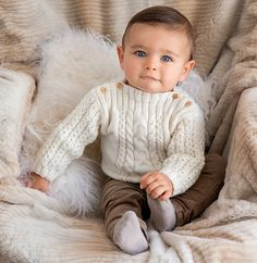 Ravelry: Pull layette torsadé Partner by Editions Marie-Claire - Phildar Baby Boy Knitting Patterns, Baby Sweater Patterns, Baby Sweater Knitting Pattern, Knit Baby Sweaters, Knitting For Kids, Baby Patterns, Baby Knits, Baby Cardigan, Baby Pullover Muster