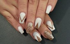 Top amazing White and gold manicure for pretty Elegant White and gold Nail Art Designs trends nails 2018 If you're desperate to dazzle your nails this season, however in an exceedingly elegant method, take a glance at these wonderful white White Nails With Gold, White Glitter Nails, Gold Nail Art, Sparkly Nails, Rose Gold Nails, Navy Nails, Chevron Nails, Shiny Nails, Glitter Wine