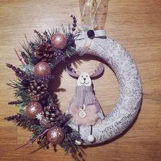 Deer christmas wreath Christmas Deer, Christmas Wreaths, Merry, Halloween, Holiday Decor, Home Decor, Christmas Swags, Homemade Home Decor, Holiday Burlap Wreath