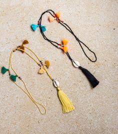 Beaded tassel necklace with Cowrie Shell par Crochetbikinisbyfabi