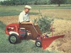 Circa 1962 Simplicity Wonderboy tractor with front blade Simplicity Tractors, Lawn Mower, Outdoor Power Equipment, Blade, Lawn Edger, Grass Cutter, Garden Tools, Llamas