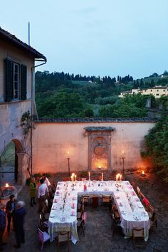 A sprawling estate overlooking Florence makes an unlikely — if blissful — setting for the painter Fiona Corsini di San Giuliano, her husband and their six kids.
