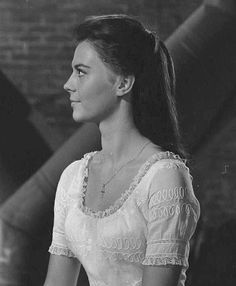 Natalie testing hairstyles for Maria in West Side Story in Natalie Wood, Old Hollywood Movies, Classic Hollywood, Hollywood Glamour, Classic Actresses, Actors & Actresses, William Shakespeare, Maria West Side Story, I Movie