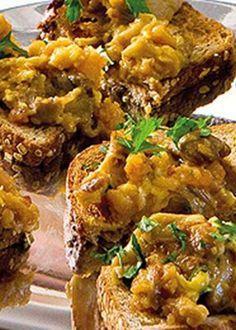 Cogumelos com farinheira e ovos mexidos