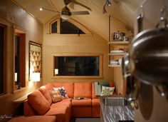 This is the Ampersand Tiny House on Wheels. It's designed and built by Zyl Vardos in Olympia, Washington. Please enjoy, learn more, and re-share below. Ampersand Tiny House by Zyl … Tiny House Big Living, Small Tiny House, Tiny House Cabin, Tiny House Plans, Tiny House On Wheels, Small Homes, Tiny House Company, Tiny House Builders, Minimal House Design