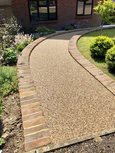 Varney Surfaces are a local company that provide Resin Driveways in Kent and the surrounding areas. With over 21 years experience, our highly skilled staff provide only the highest quality Resin Bound Driveways. Permeable Driveway, Resin Driveway, Resin Patio, Driveway Landscaping, Front Garden Ideas Driveway, Front Path, Driveway Design, Fence Ideas, Front Gardens