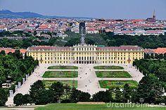 Schloss Schonbrunn in Vienna, Austria - GORGEOUS palace!