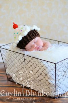 If I'm having a girl, she's definitely going to have a cupcake hat! This is just too cute!