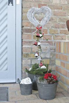 Theme Noel, Christmas Is Coming, Christmas Inspiration, Plant Hanger, Ladder Decor, Christmas Decorations, Plants, Nova, Trends