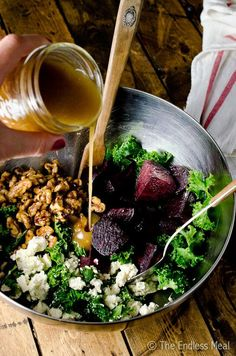 Roasted Beet and Kale Salad with Maple Candied Walnuts – Gesundes Abendessen, Vegetarische Rezepte, Vegane Desserts, Kale Salad Recipes, Beet Recipes, Real Food Recipes, Vegetarian Recipes, Healthy Recipes, Kale Apple Salad, Kale Salads, Beet And Goat Cheese, Goat Cheese Salad
