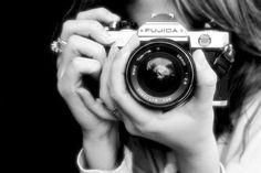 Ecco un piccolo regalo per tutti gli utenti del mondodellereflex. 3 PDF scaricabili gratuitamente tutti dedicati al mondo della fotografia. Si comincia col mondo della pellicola- corso-fotografia-pellicole(1) Per poi passare alle basi della fotografia digitale. corso-fotografia Per chi vuole approfondire e completare. corso-fotografia2 Il materiale e' stato scritto e di proprietà di Ruggero Manara … Continua la lettura di Corso di fotografia gratis →