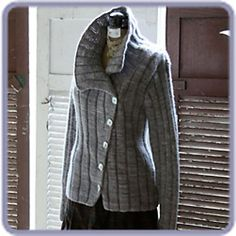 The Moonstruck sweater pattern @ Blue Moon Fiber Arts it, want to make it! Knit Jacket, Knit Cardigan, Knit Sweaters, Knitting Designs, Knitting Projects, How To Purl Knit, Looks Cool, Hand Knitting, Knitwear